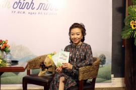 """Bà Nhan Húc Quân trả lời phỏng vấn của phóng viên Tuyết Anh - Đà FBNC nhân dịp ra mắt quyển sách đầu tiên với tựa đề """"PHÉP MÀU ĐỂ TRỞ THÀNH CHÍNH MÌNH"""""""