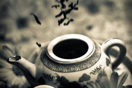 Miếng đất sét hay tách trà quý