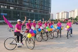 Tham gia chương trình đạp xe vì học sinh có hoàn cảnh khó khăn