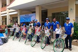 Trao quà cho học sinh ở Đinh Quán - Đồng Nai